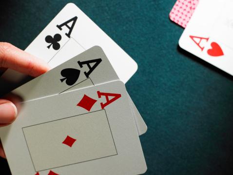 4 фото 1 слово девушка колода карт