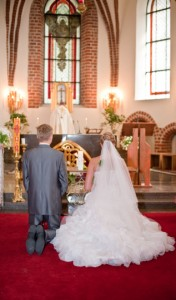 bride groom altar