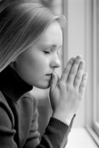 woman praying bw