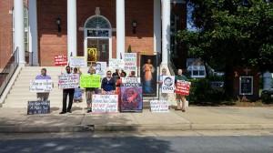 Kaine protest