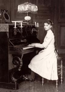 elisabeth_de_la_trinit_jouant_du_piano